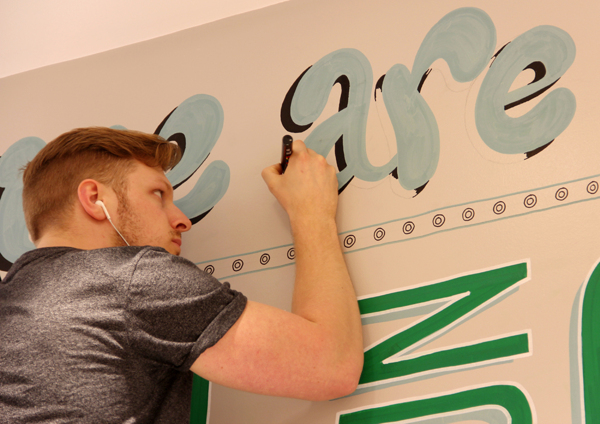 Holiday_Inn_typography_mural_05