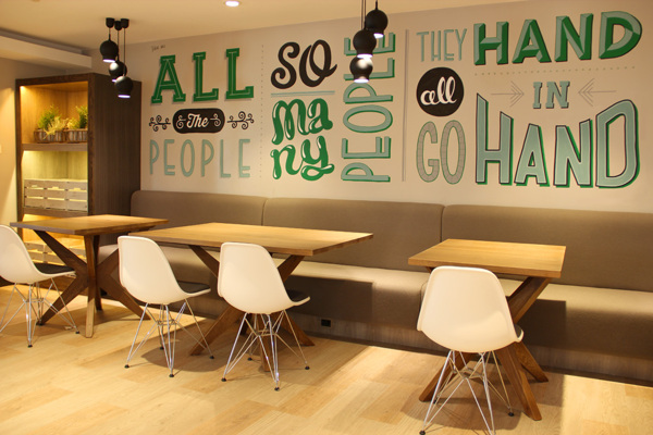 Holiday_Inn_typography_mural_08