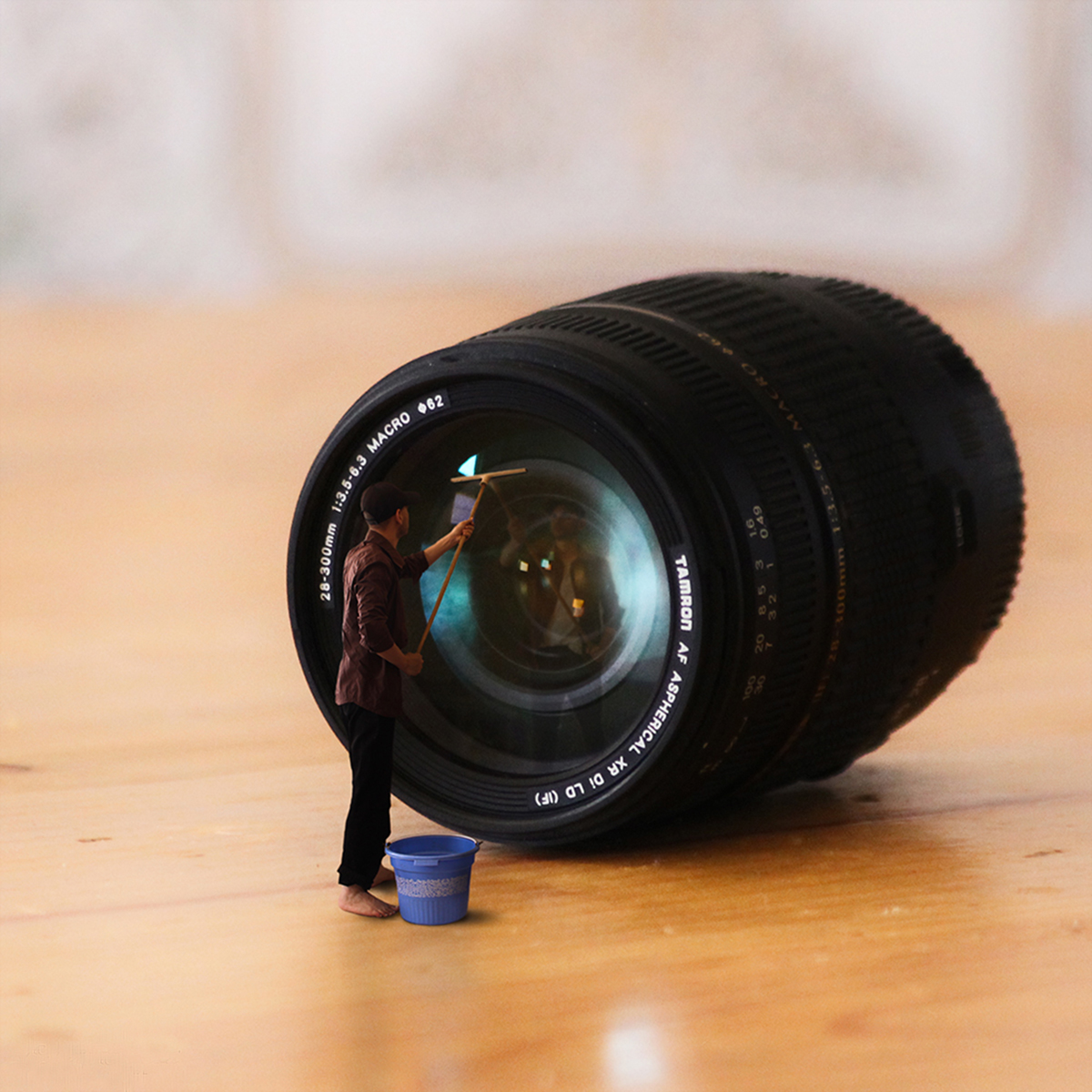 Cleaning the lens