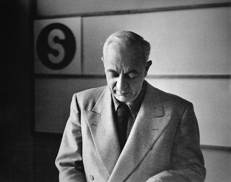 PRESS 10. Ladislav-Sutnar-photo-c.1960
